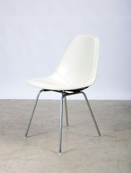 4 Eames – Naugahyde Chairs