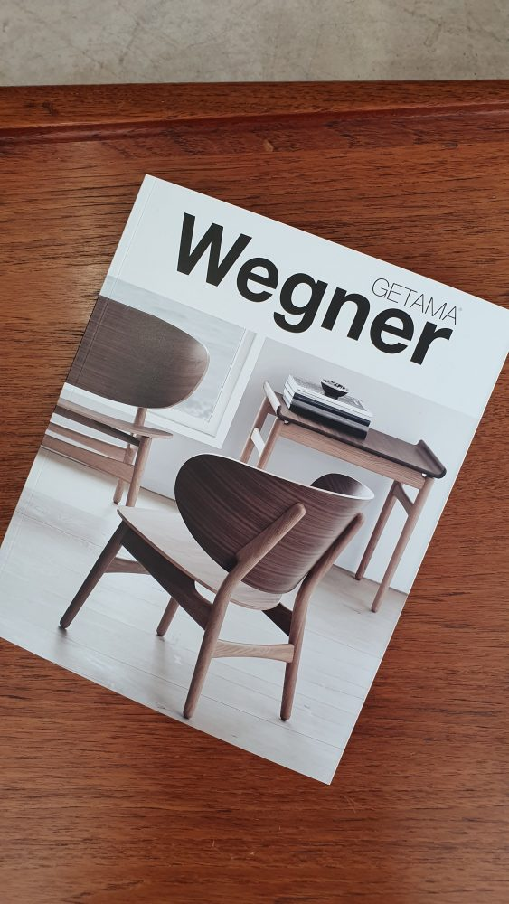 Three Source Ltd – Hans Wegner 236 Settee